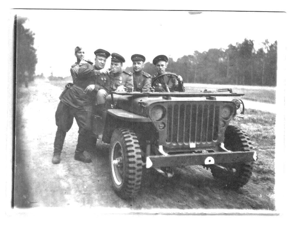 Корнилов В.А. (Стоит первый слева)