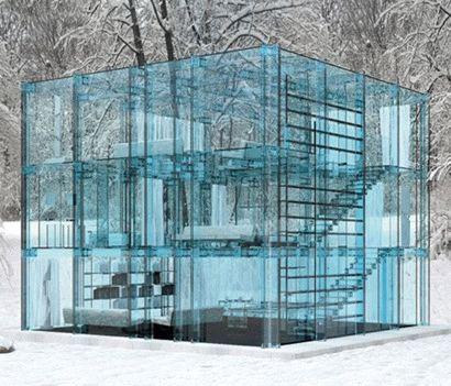 Абсолютно прозрачный стеклянный дом
