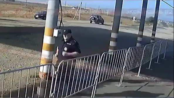 Полиция выяснит, ктозаставил ихсотрудника бегать вокруг погранпоста