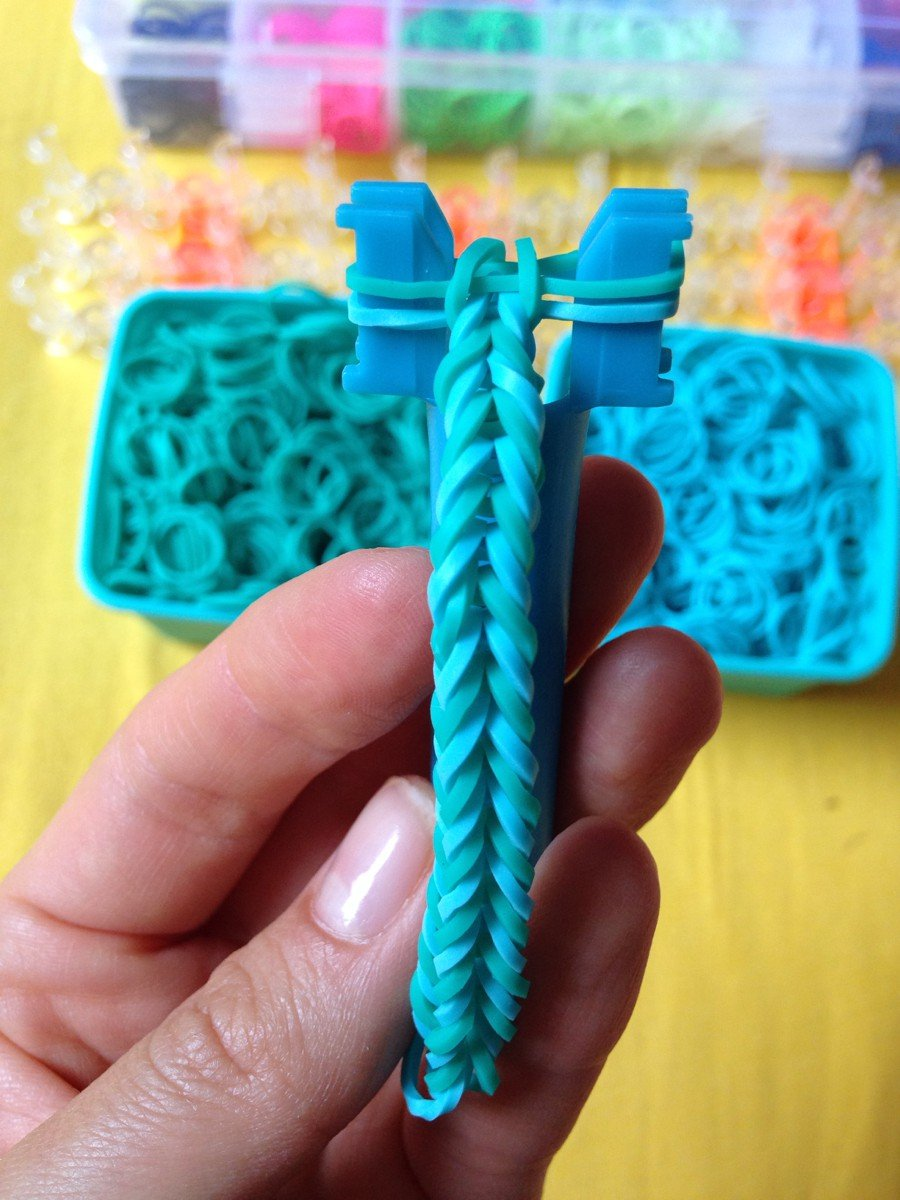 Показать плетение резинками
