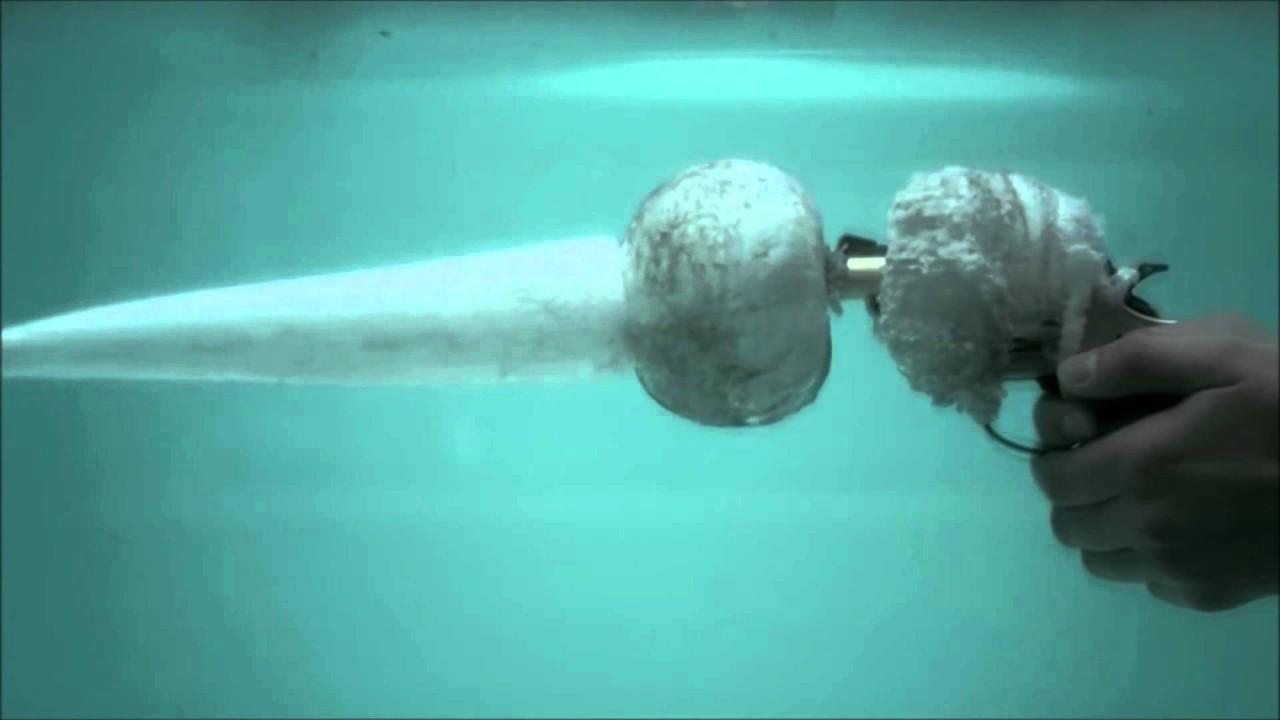 Из современного оружия можно стрелять, полностью погрузив его в воду. мифы, наука, разрушители легенд, юмор