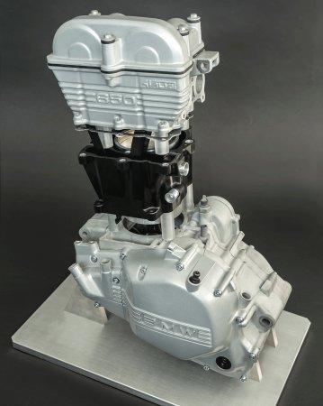 Опытный двигатель с пластиковыми деталями