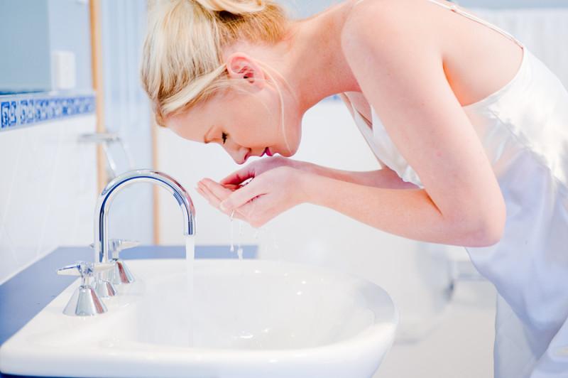 8 ошибок, которые вы допускаете, когда умываете лицо