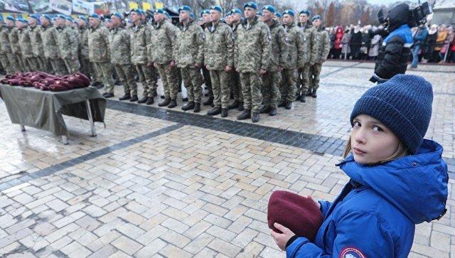 Порошенко переименовал ВДВ и изменил цвет беретов украинских десантников