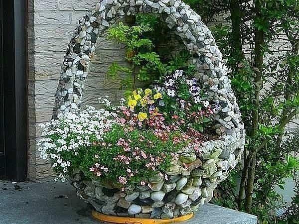 Красивая корзина из камня для украшения вашего участка (600x450, 339Kb)