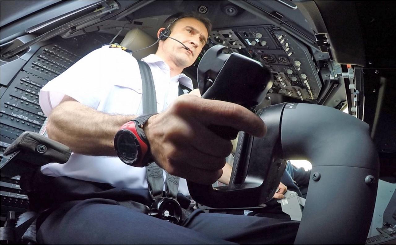 Пилот Boeing 737: для чего топор в кабине и сможет ли симмер посадить самолет