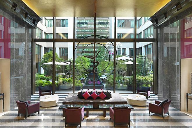 Отель-дворец в самом сердце Парижа
