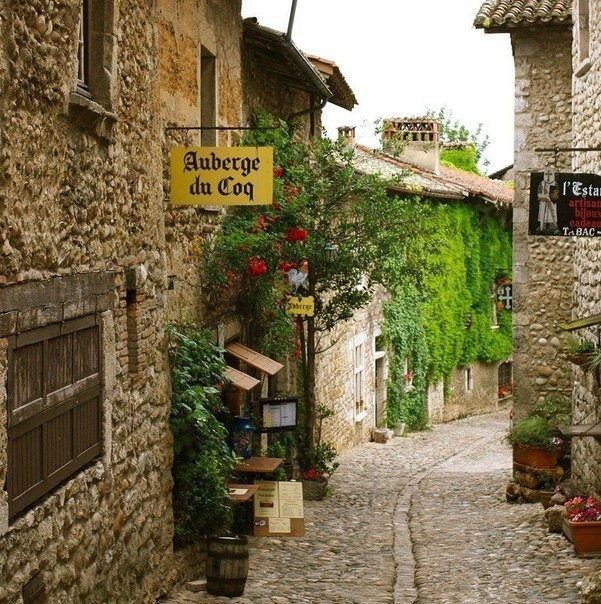 Средневековая деревня Перуж, Франция