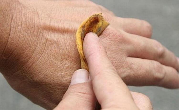 Вот что произойдет, если положить банановую кожуру на кожу и оставить на ночь