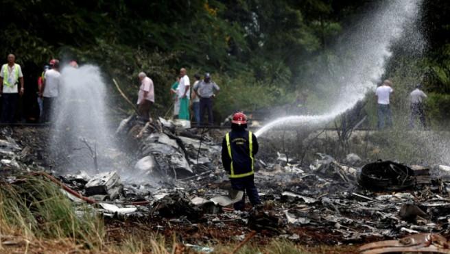 На Кубе более 100 человек погибли при крушении самолета