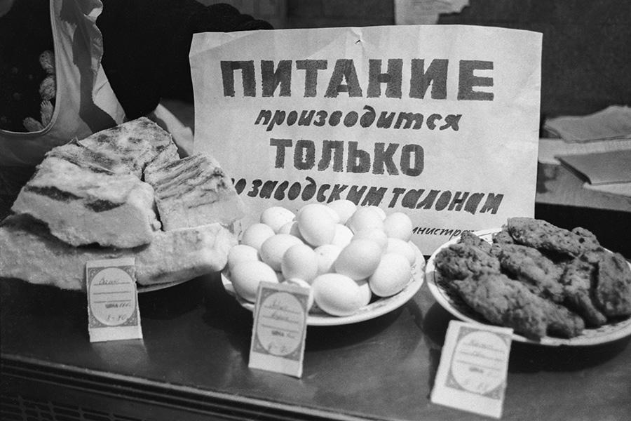 Как в СССР жили по талонам.