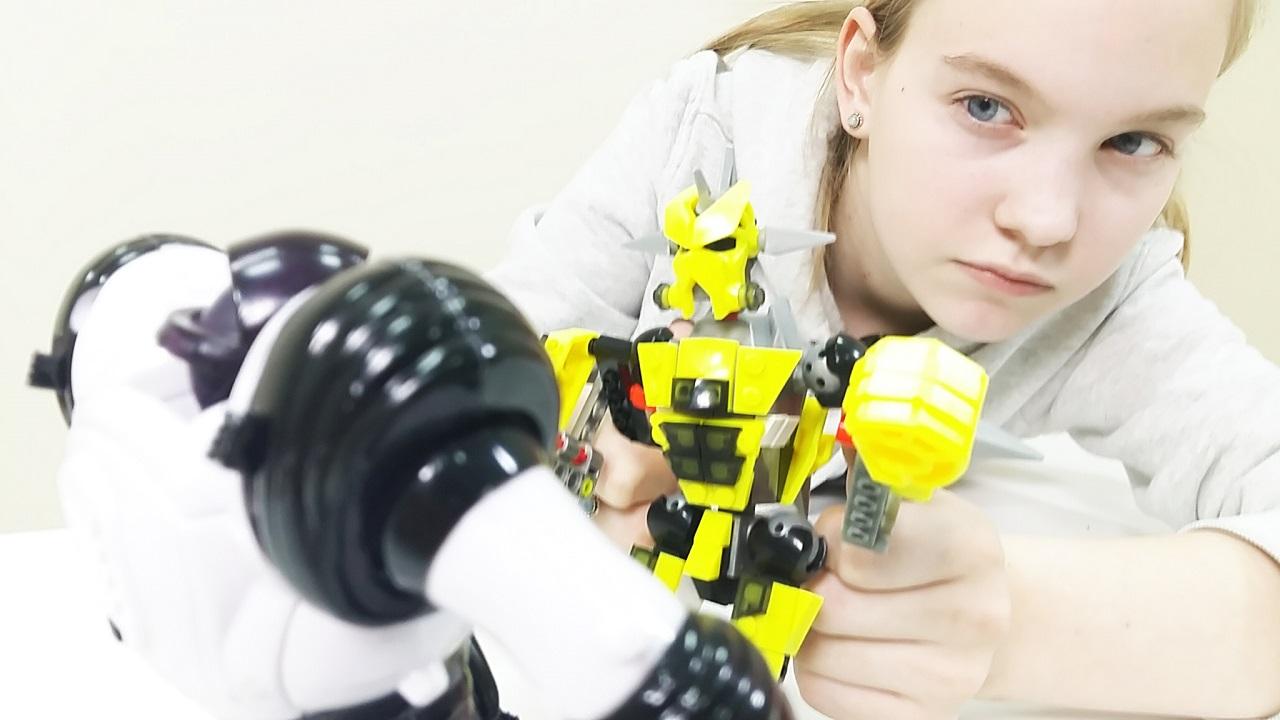 Войны Конструкторов: Космический защитник vs. Злобные конструктозы! Видео для детей