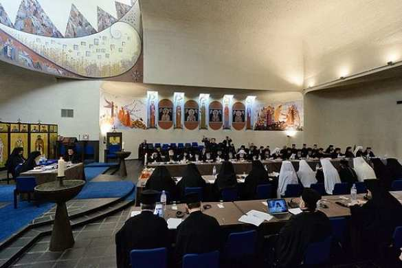 «Наш родной, люибмый Крит»:  большинство участников   «всеправославного собора»  являются этническими греками