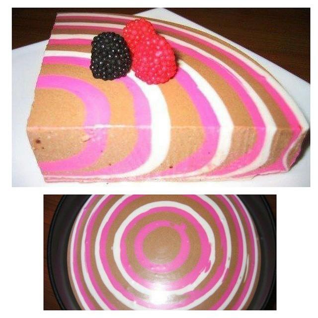 Почти инопланетный полосатый ягодный десерт выпечка, красивая еда, кулинария, пироги