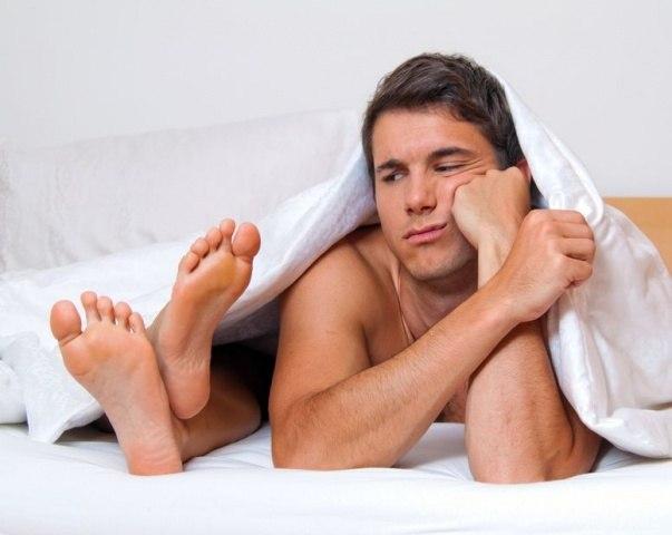 Муж часто уезжал в командировки, и решил проверить жену... Улыбнемся))