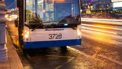 В Москве троллейбус развалился на две части. ФОТО