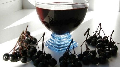 Рецепт настойки из черноплодной рябины на водке.