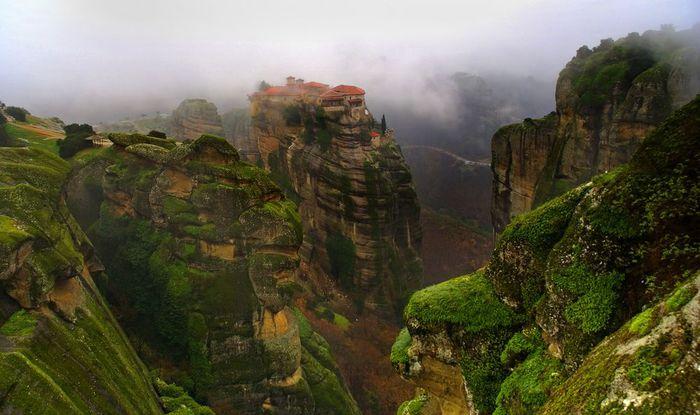 Фото Монастыри Метеоры, Греция. 04 (700x415, 55Kb)