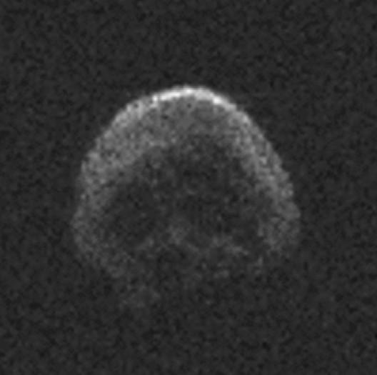Рядом с Землей пролетел гигантский череп