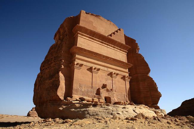 Каср аль-Фарид: одинокий замок в скале посреди пустыни