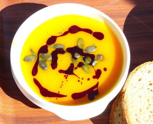 Рецепт тыквенного супа с чипсами из бекона