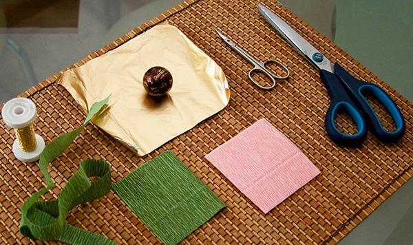 букет роз из гофрированной бумаги