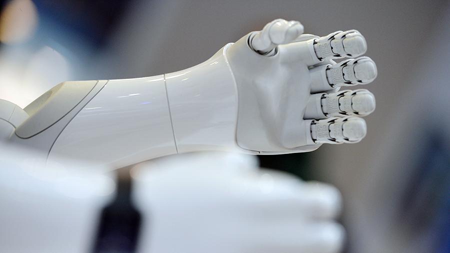 Робот выругался матом на юридическом баттле в Петербурге