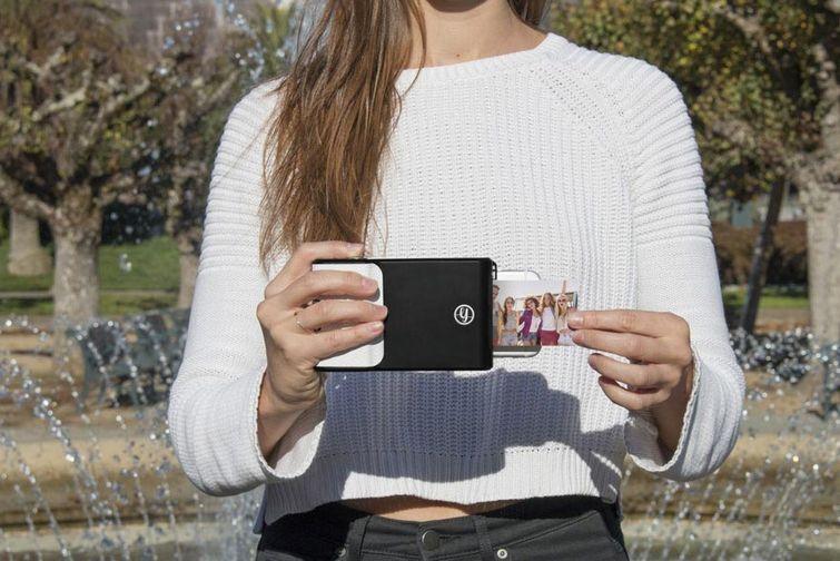Этот чехол для смартфона позволяет печатать моментальные фотографии как Polaroid