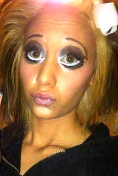 Жертвы гламура и макияжа — они просто хотели быть красивыми, но что-то пошло не так. Совсем не так...