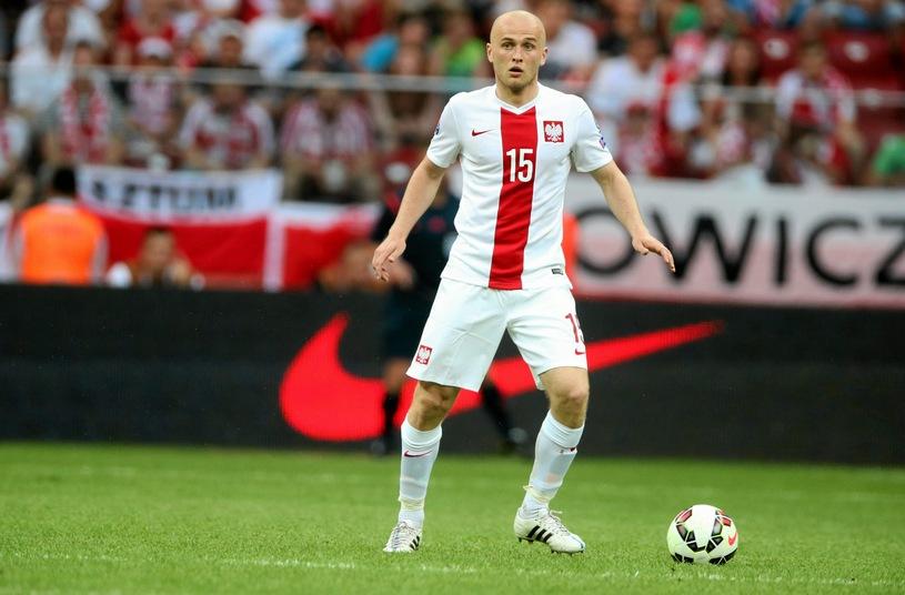 Игрок сборной Польши проявил невероятную ловкость и спас журналистку. Видео