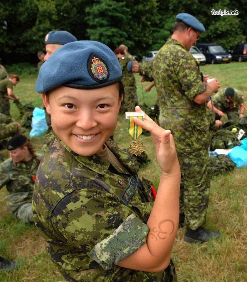 Девушки на службе в армии фото 19