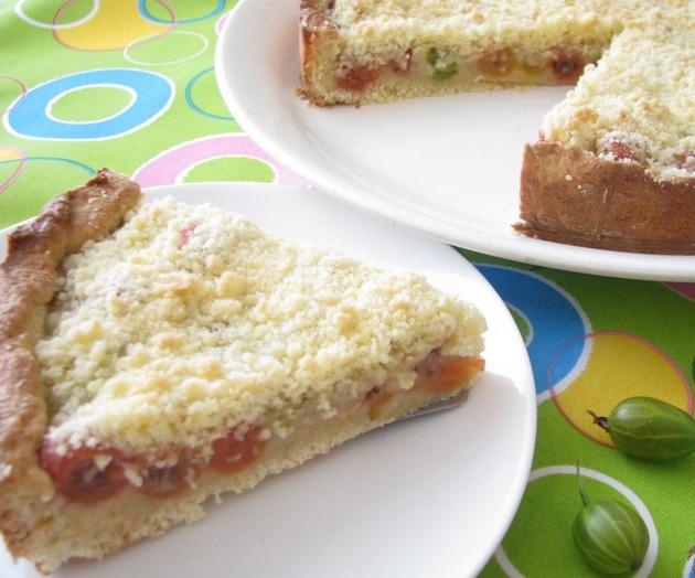 Пирог с крыжовником и марципаном