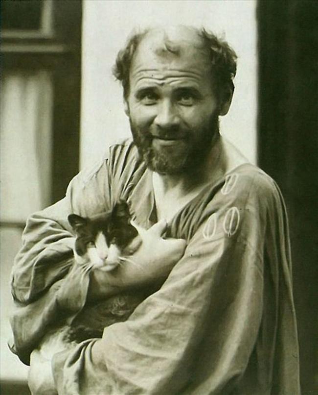 За каждым великим человеком стоит... кот
