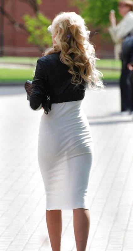 смотреть женщина в прозрачной одежде