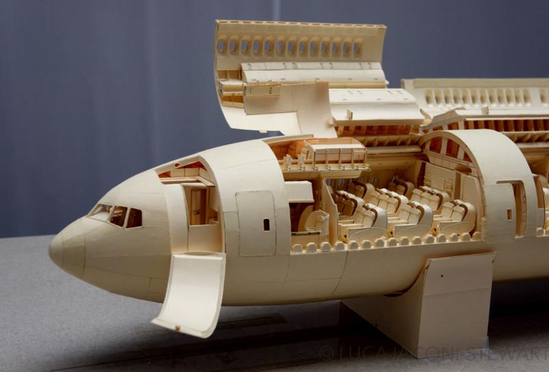 Уникальный проект: бумажный Boeing 777 в масштабе 1: 60