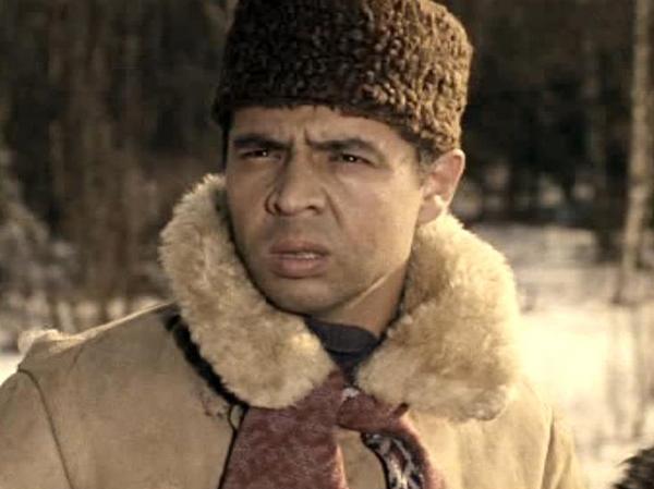 Как менялся джентльмен удачи Василий Алибабаевич (актер Раднэр Муратов) с течением времени