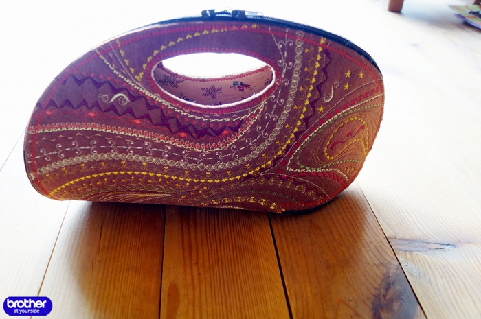 Вышитая сумочка из фетра