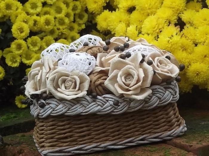 Плетение. Корзинка с розами из бумаги