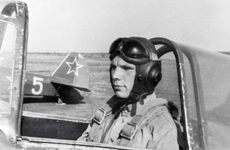 Гагарин учится летать. 1955-1957 гг.