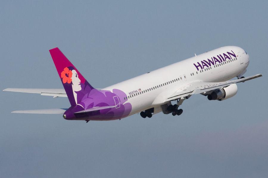 Самолет Airbus совершил экстренную посадку в аэропорту Лос-Анджелеса