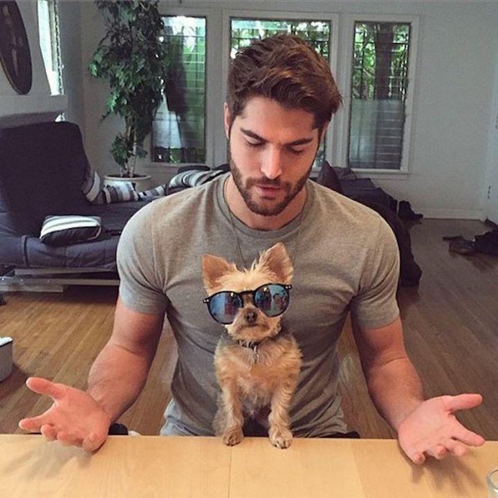Брутальный мужик с котом