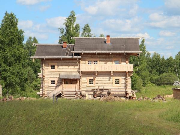 Рассказ хозяйки трёхэтажного деревянного дома в Подмосковье, построенного по древнерусским канонам.