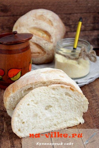 Белый хлеб с хрустящей корочкой