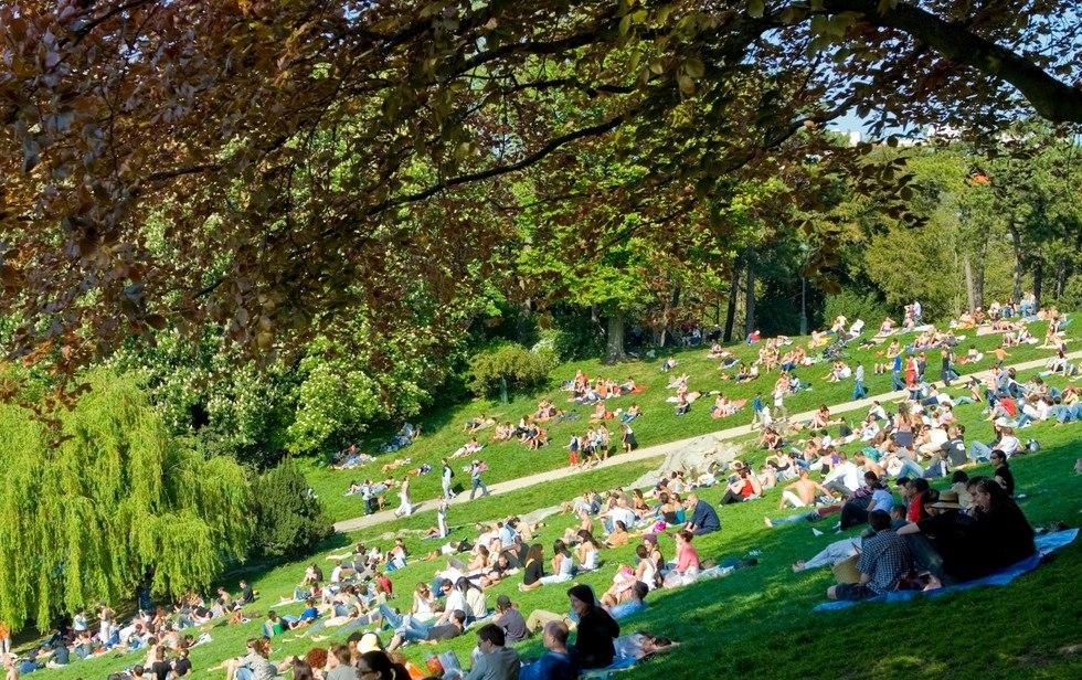 Парк Бют-Шомон в Париже: место для ценителей красоты природы