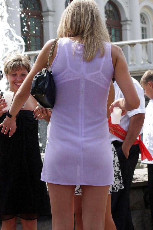 Женщины ходят по улице в прозрачной одежде фото 640-252