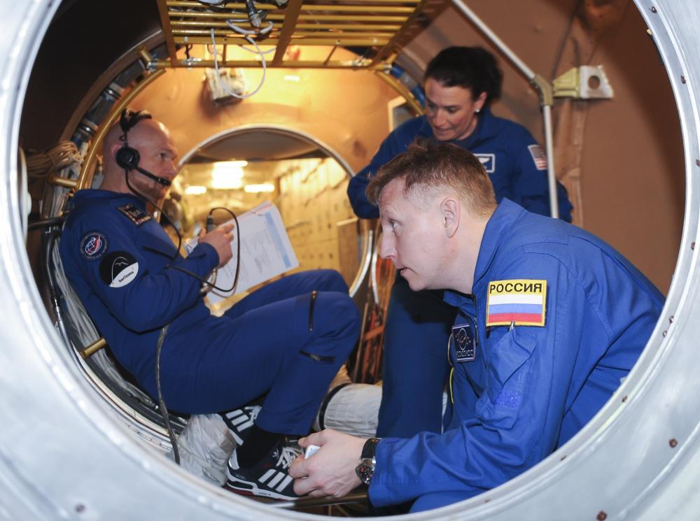 «ХЬЮСТОН, У НАС ПРОБЛЕМЫ!», или Зачем женщина-астронавт просверлила МКС