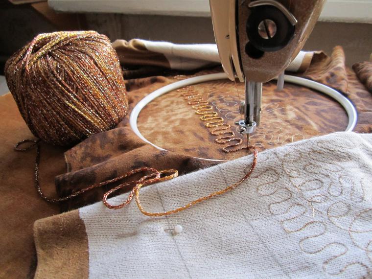 Как работа на ручной швейной машинке
