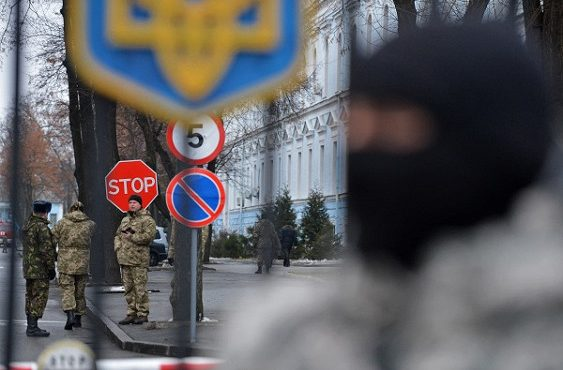 Украина заявила о готовности ввести военное положение. Полиция Мариуполя поднята по тревоге: начата зачистка