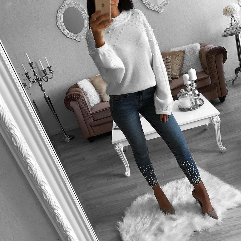 Комфортно и тепло: образы со свитером и джинсами