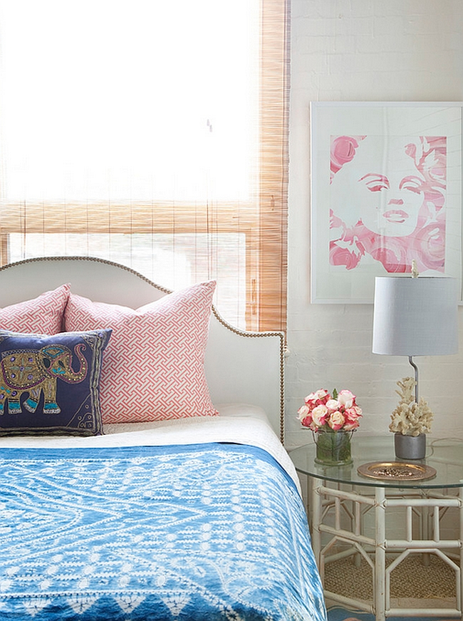 Marilyn-print-is-an-easy-way-to-add-feminine-touch-to-the-room-with-panache